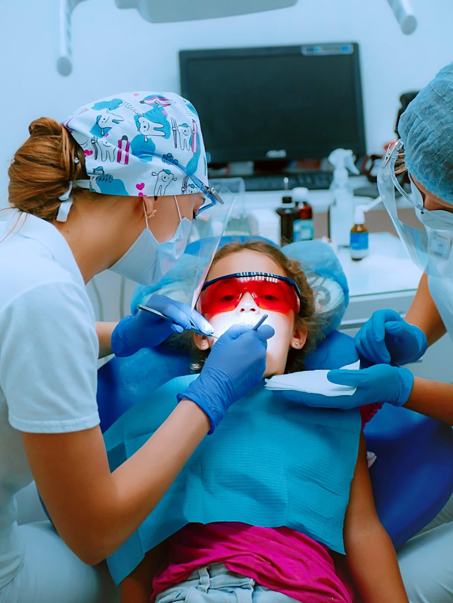 Лікування молочних зубів без болю