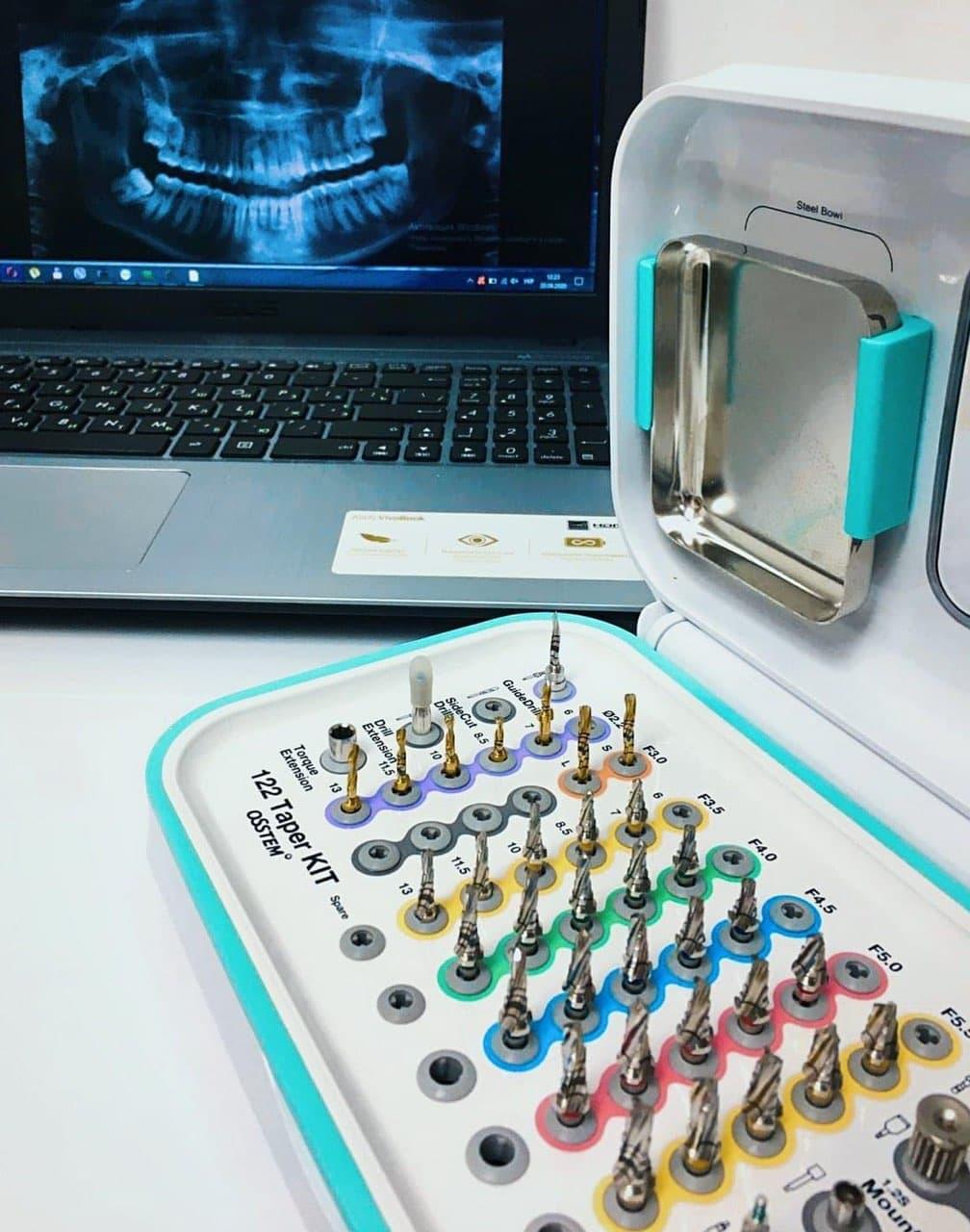 Імплантація зубів Osstem
